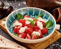 Салат з томатами та сиром надугі (200г)