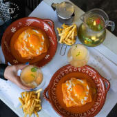 2 Francesinhas com batata frita e 1L Sangria de Maracujá