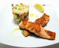 File lososa sa šarenom rižom