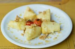 Cubetti di formaggio fondente con miele e noci