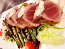 Tataki jadranske tune na salati
