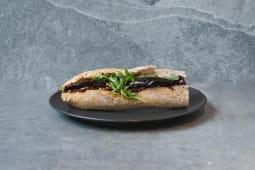 Bagietka z pastą z suszonych pomidorów z bakłażanem vegan