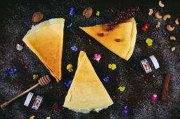 Clătite cu cremă de brânză cu stafide
