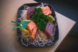 Sashimi solo tonno e salmone (12 uds)