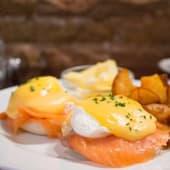 Huevos Benedict Con Salmón Ahumado Noruego
