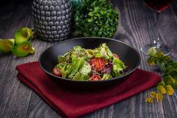Имбирный салат с говядиной и миксом из трав