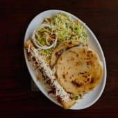 GlovoCombo:  1 tacos de pollo + 2 pupusas + bebida
