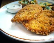 Pui in crusta panko, cartofi copti cu unt si usturoi & garlic sos