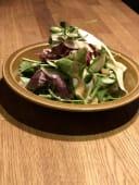 Салат з Ростбіфом та горіховою заправкою (220г)