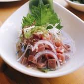 Cebiche de atún con zumo de yuzu