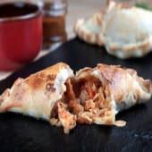 Empanada de pollo thai
