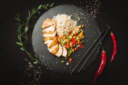 Рис з куркою теріякі (370г)