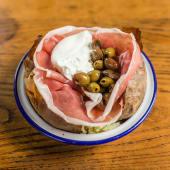 Cuor di burrata, prosciutto crudo e olive taggiasche
