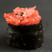 Gunkan de atún (2 pzs.)