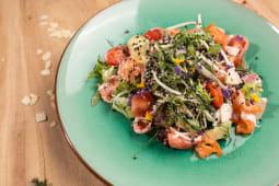 Салат с креветками и киноа (300 гр.)