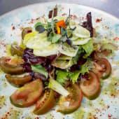 Ensalada de pepino y tomate kumato