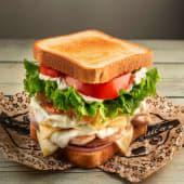 Sándwich De Pollo + Patatas Caseras