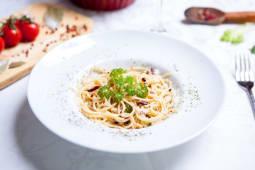 Paste aglio, olio e peperoncini