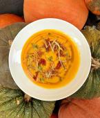 Суп гарбузовий з грибами та праліне