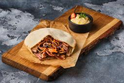 Піта з телятиною, міксом грибів і салату коул слоу (260г)