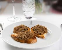 Crostini toscani 3 pezzi (pane, fegatini di pollo)