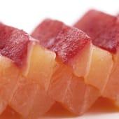 Lomo de salmón ahumado con vodka y remolacha