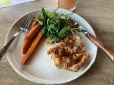 Куряче філе з запеченою морквою (300г)