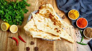 Pieczywo pszenne Naan z masłem