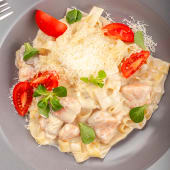 Паста з лососем та вершковим соусом (350г)