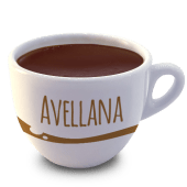 Vaso de chocolate con avellanas