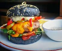 Count's burger, cartofi prajiti & burnt garlic sos