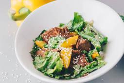 Теплый салат с говядиной