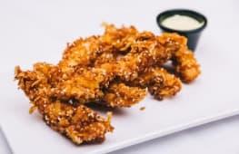 Ración de Fingers de pollo con cereales y salsa curry