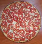 Pizza napolitana de tomate y ajos
