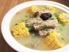 Sopa de maíz con costilla de cerdo