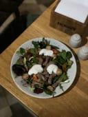 Салат з телятиною та пряним йогуртом (350г)