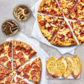 2 pizza medianas + 2 refrescos + complemento