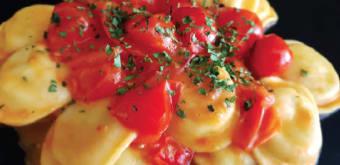 Ravioli di baccalà con pomodoro e basilico