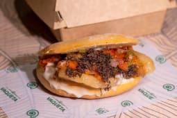 Mollete de panceta ibérica, gorgonzola, trufa y pico de gallo