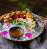 Сібас з карамболем, лаймовим соком та в'єтнамським рибним дресінгом