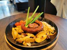 Домашние колбаски на жаровне