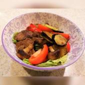 Теплий салат із телятини (300г)