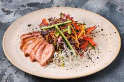 Салат з качкою, овочами і заправкою Унагі (230г)