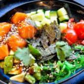 Poke з лососем і фірмовим соусом