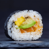 Uramaki spicy mayo