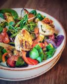 Pui marinat si legume crocante