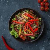 Салат з томленою телятиною