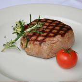 Biftek iz Josper peći sa sosom od zelenog bibera