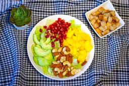 Salata mango + crutoane