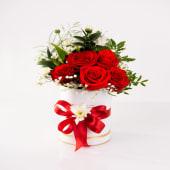 Aranjament floral în cutie trandafiri roșu aprins